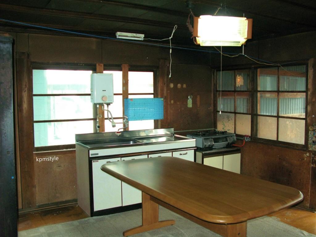 受け継がれる梁は生まれ変わったキッチンと共に(五戸町上市川)8