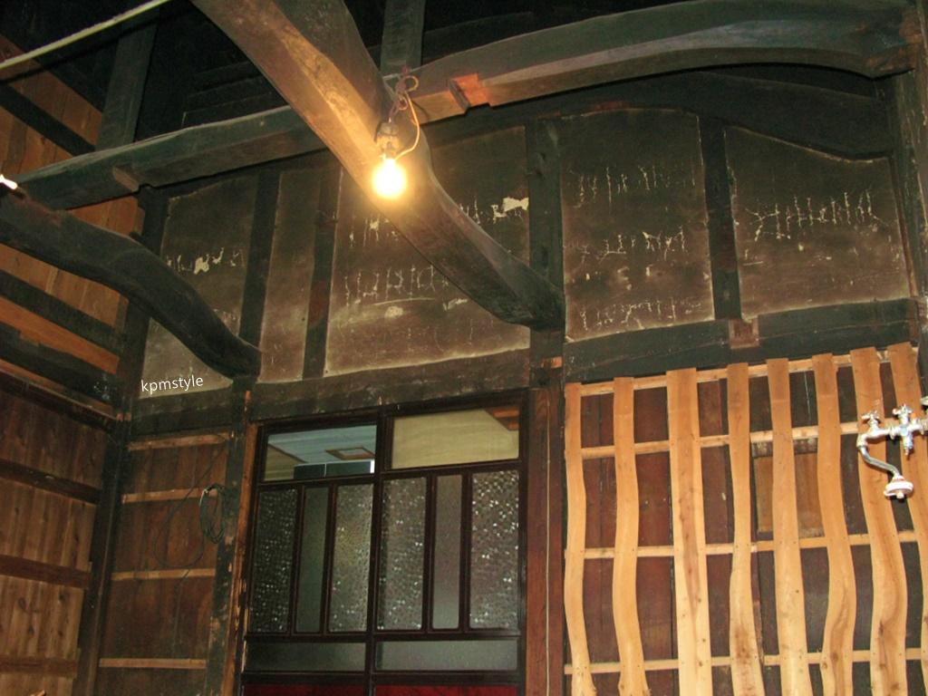 受け継がれる梁は生まれ変わったキッチンと共に(五戸町上市川)12