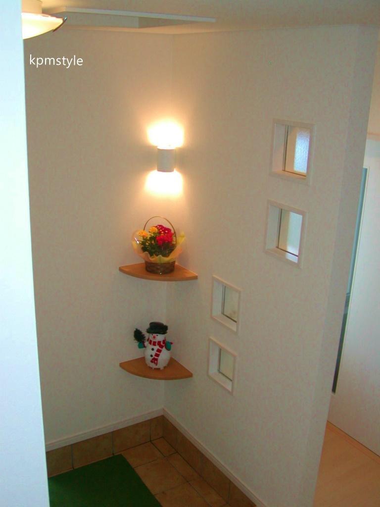 天窓からの光が優しく降り注ぐ床ガラスの家 (八戸市尻内町)5