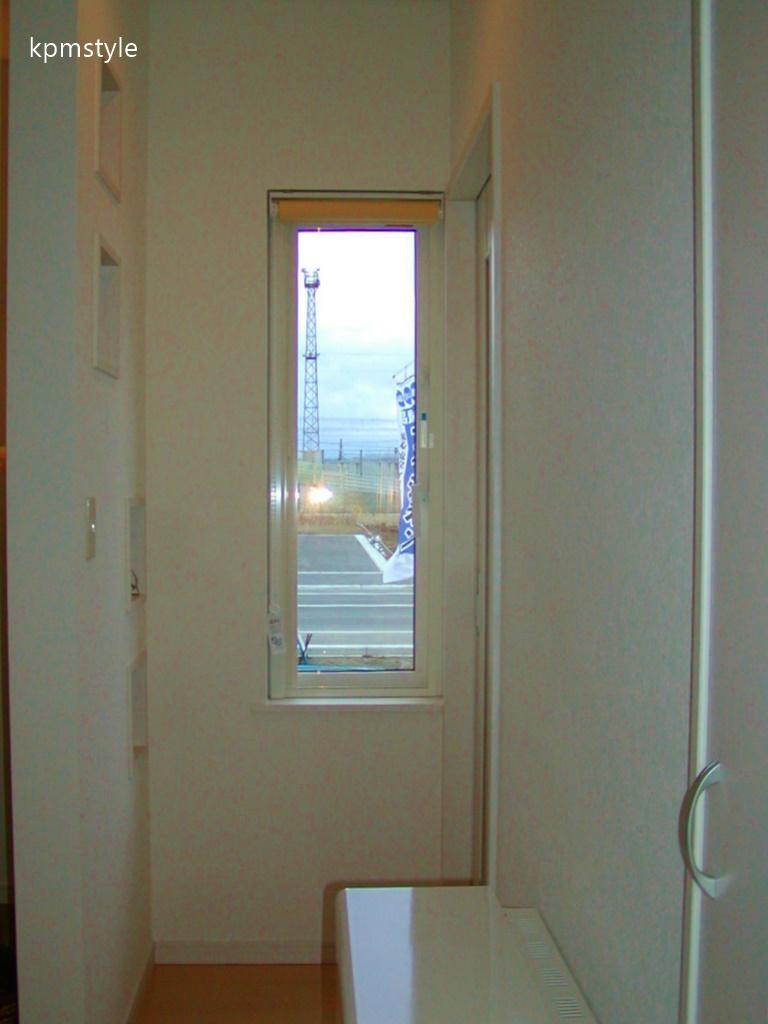 天窓からの光が優しく降り注ぐ床ガラスの家 (八戸市尻内町)7