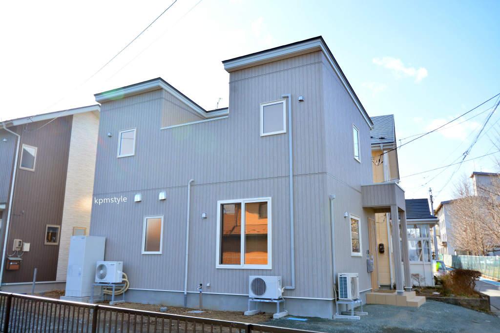 プライバシーを確保するコートテラスの家 (八戸市長者)