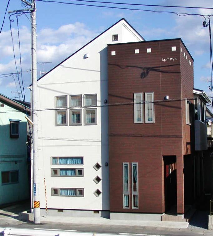 天窓と床ガラスが採光を考慮する家  (八戸市根城)