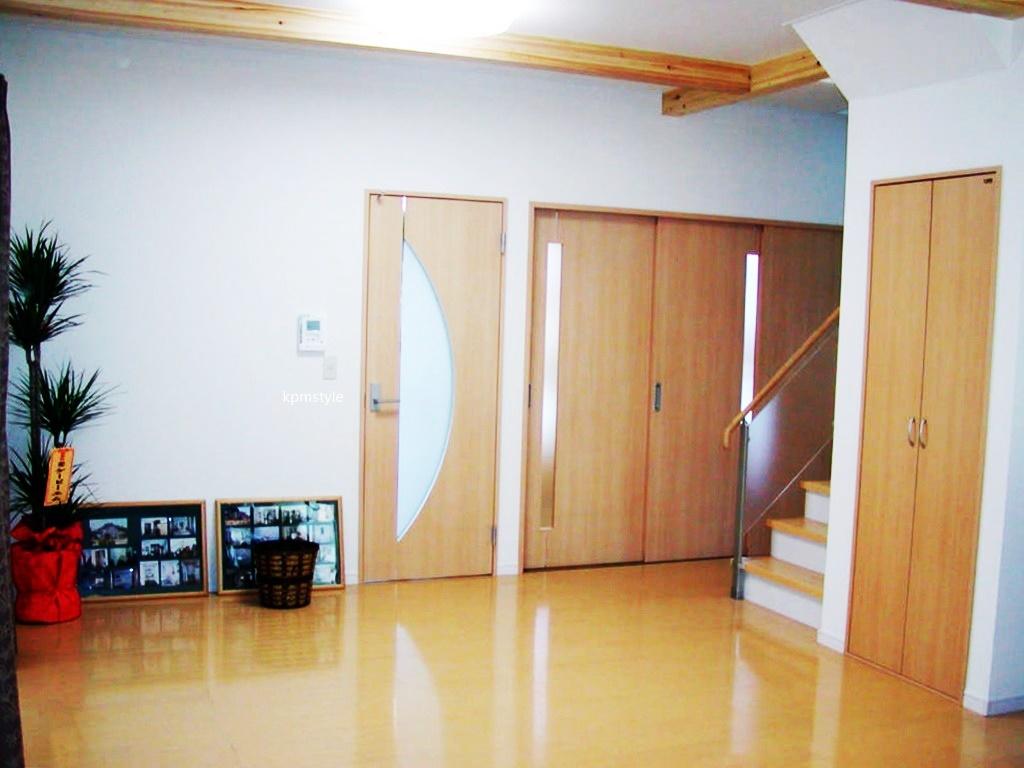 密集地でも天窓・床ガラスで、採光を考慮する家  (八戸市根城)6