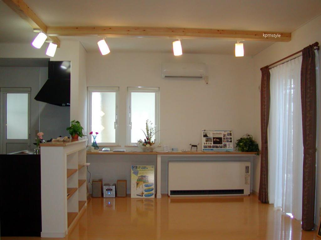 天窓と床ガラスが採光を考慮する家  (八戸市根城)9