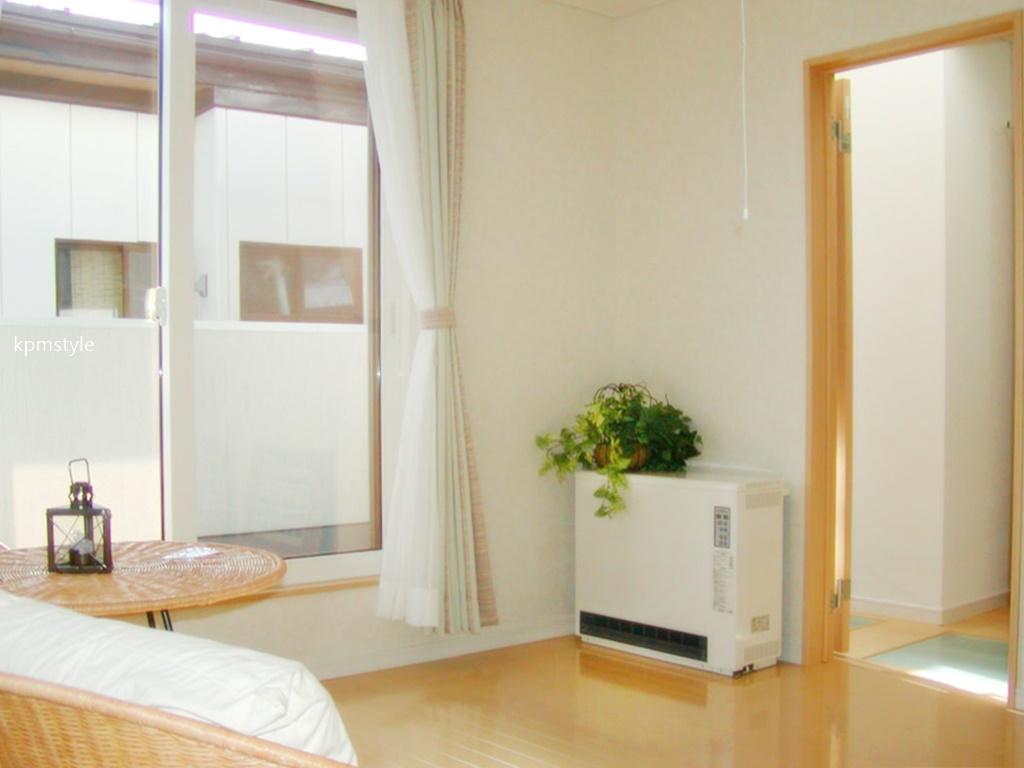 密集地でも天窓・床ガラスで、採光を考慮する家  (八戸市根城)17