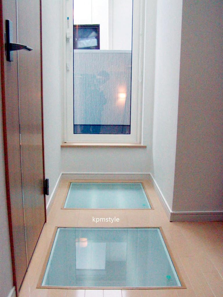 密集地でも天窓・床ガラスで、採光を考慮する家  (八戸市根城)19