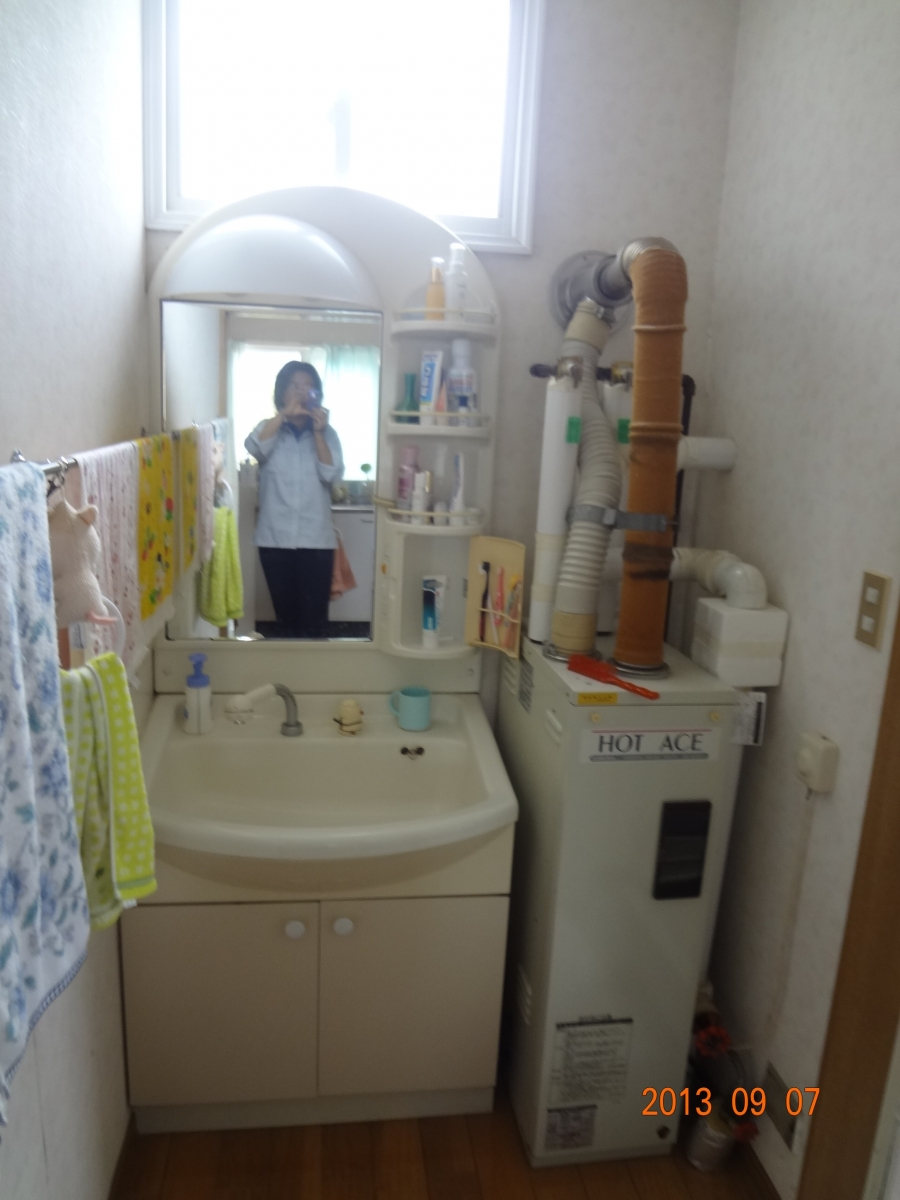 K様邸 トイレリフォーム  洗面化粧台、給湯ボイラー交換3